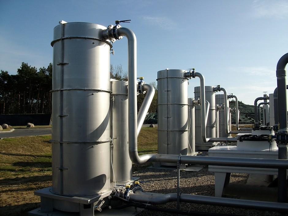 Aktivkohlefilter Biogas mit Basis und Bypass